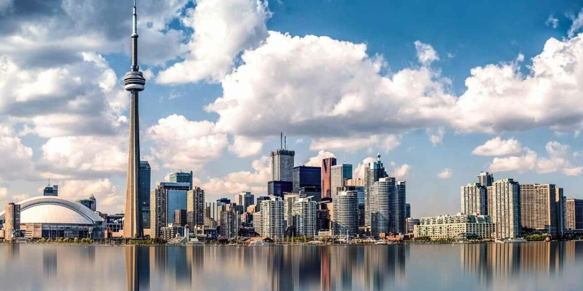 Benefits of moving to Toronto for international students